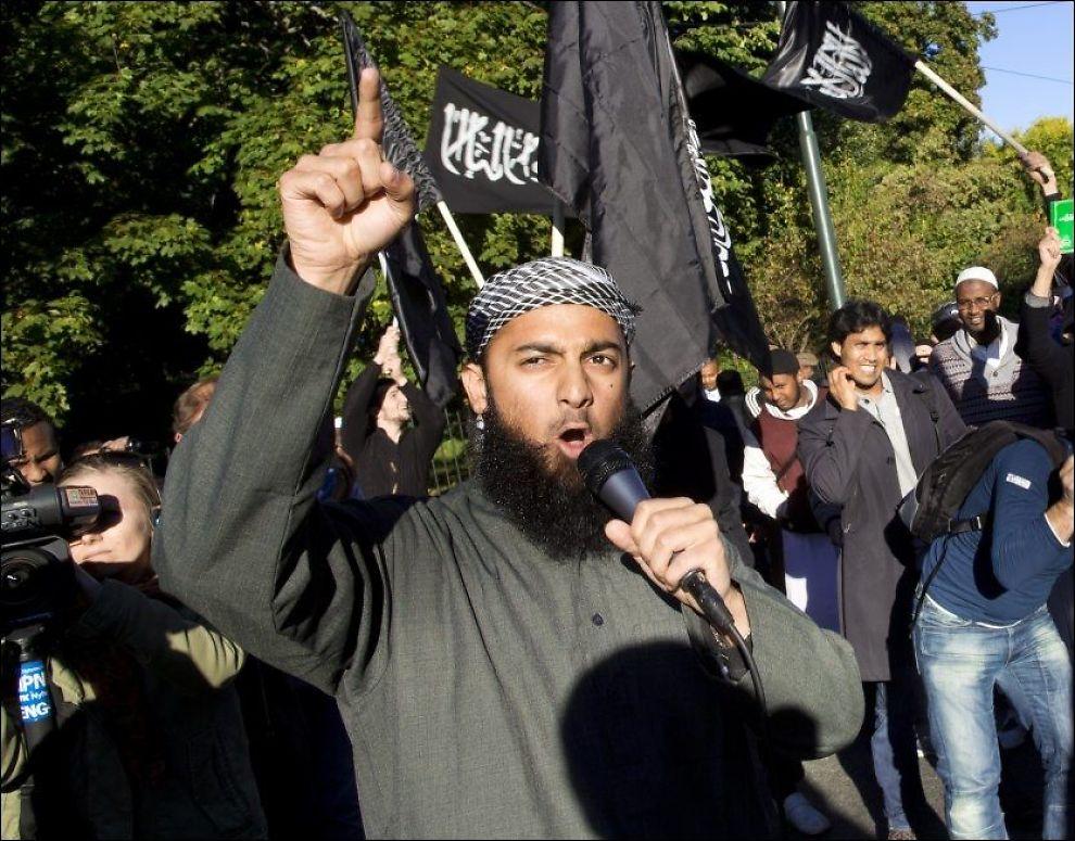 """REKRUTTERER TIL KRIG: Talsmann for """"Profetens Ummah"""", Ubaydullah Hussain. Foto: NTB SCANPIX"""