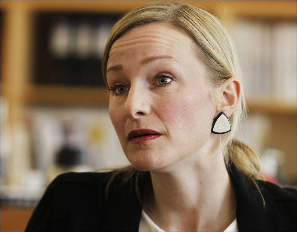 VONDT: Barneminister Inga Marte Thorkildsen (SV) mener voksne må ta innover seg at barn utsettes for vold, selv om det er ubehagelig. Foto: Nils Bjåland