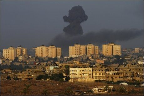 MANGE ANGREP: I fem dager har Israel bombet Gaza-stripen. Rakettregnet fra Gaza stilnet i natt, melder flere israelske medier. Foto: Amir Cohen / Reuters / NTB scanpix