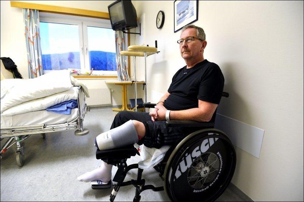 MISTET FOTEN: Åtte uker etter ulykken, er Jan Erling Hals fortsatt på sykehuset. Han er oppgitt over beredskapen. - Det er for dårlig å bli møtt av en veteranbrannbil i 2012, sier yrkessjåføren. Foto: TERJE MORTENSEN/VG