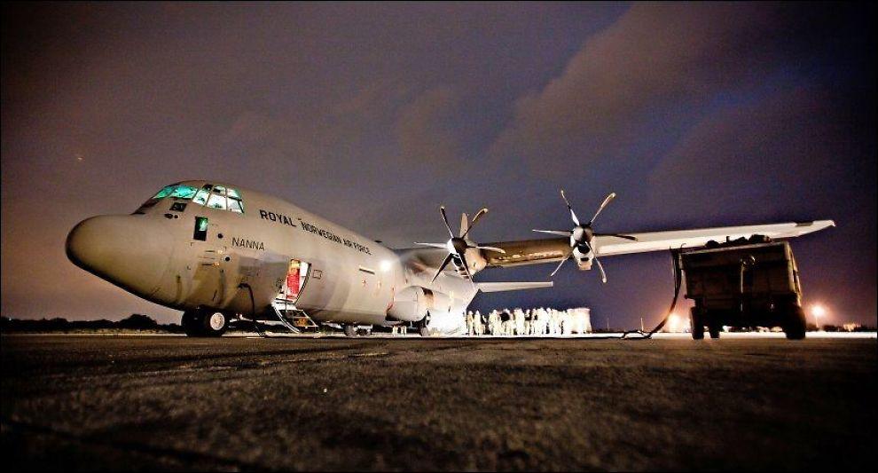 PÅ VEI: Det er et Hercules-fly av denne typen som etter planen skal til Algerie. Dette bildet er tatt på Kreta i 2011. Foto: Lars Magne Hovtun / NTB scanpix