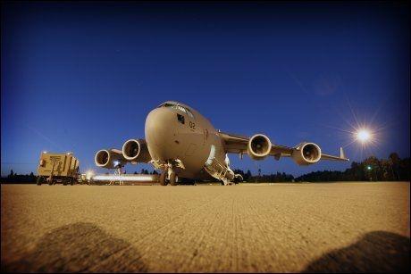 VERDENSVANT: C-17-flyet er bygget i USA, stasjonert i Ungarn, eies av Norge og 11 andre land - og flys over hele verden. Foto: RUNE THOMAS EGE
