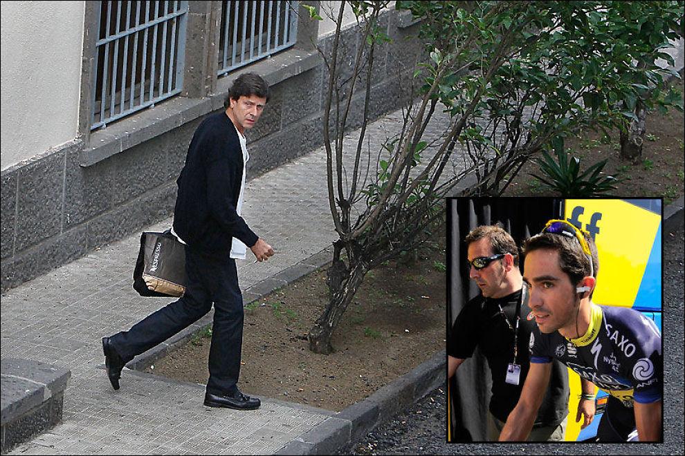 MÅ MØTE I RETTEN: Eufemiano Fuentes, her avbildet i 2010, risikerer to års fengsel etter å ha hjulpet en lang rekke idrettsutøvere med doping. Innfelt er Alberto Contador, som må vitne i saken mot den spanske legen. Foto: AFP/AP