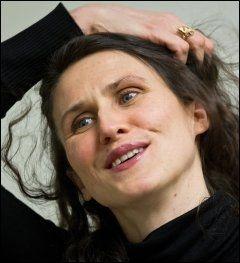 SLEKTSINTERESSERT: Ingrid Lorentzen tar TV-seerne med på granskningen. Foto: JAN P. LYNAU