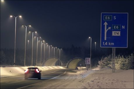 PÅ VEIEN: Først etter å ha satt seg i bilen på Gardermoen, begynte sorenskriveren å drikke. Turen endte i grøfta med 2,98 i promille. Foto: Trond Solberg/VG