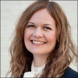 REAGERER PÅ POENGGIVNING: Anne Rose Røsbak Feragen, filosof og ekspert i arbeidsetikk, mener de fleste ledere hadde vært ubekvemme med slik poengsystem. FOTO: KNUT RØTHE