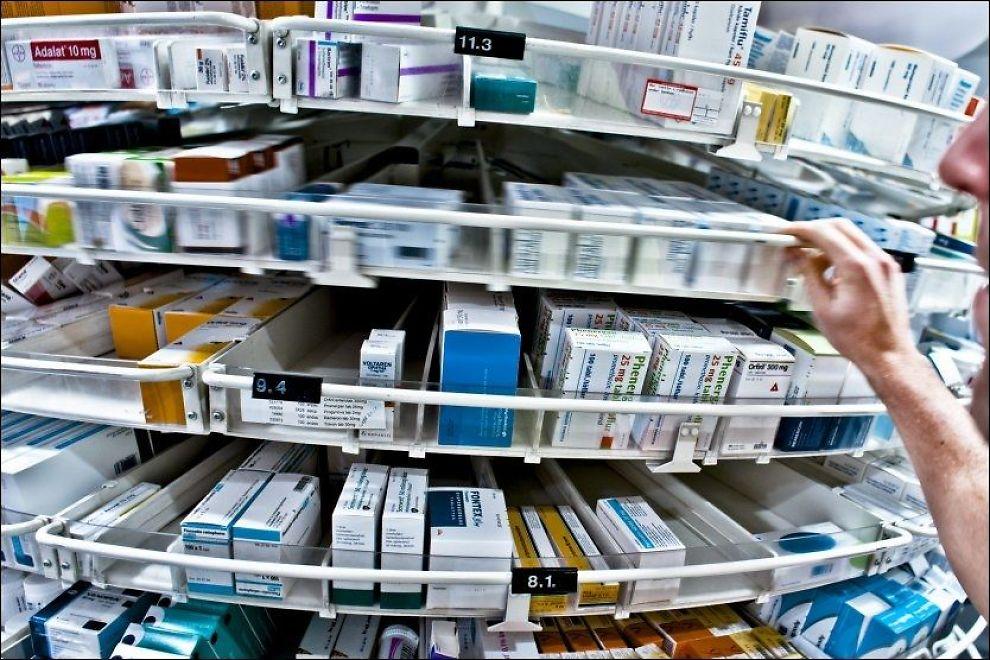 - HENTER UT FOR MYE: De to artikkelforfatterne mener for mange kan gå på apoteket og hente antidepressiver. Foto: Illustrasjonsfoto: Krister Sørbø