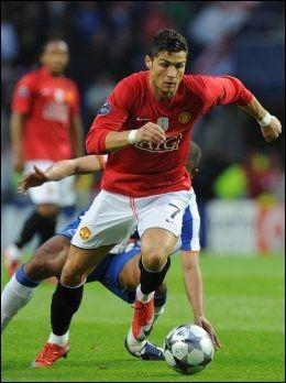 UNITED-HELT: Cristiano Ronaldo hadde en stor periode i Manchester United. Her fra en Champions League-kamp mot Porto i 2009. Foto: Paulo Duarte, AP