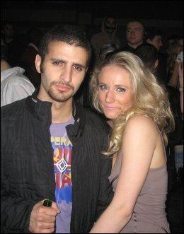 SAMMEN PÅ BYEN: Martine Vik Magnussen og Farouk Abdulhak på nattklubben Maddox i London natt til 14. mars 2008. Samme natt ble Martine drept. Abdulhak er mistenkt, men rømte til Jemen. Foto: Privat