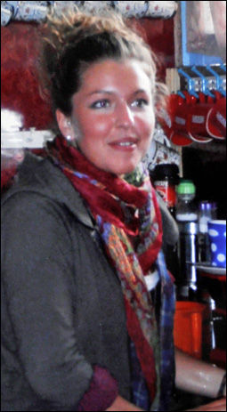DREPT: Sarah Groves (24) fra Guernsey i England ble knivstukket over 25 ganger. Foto: EPA