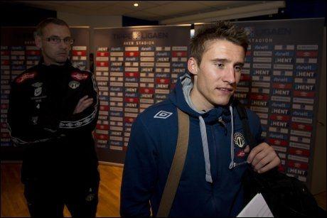 AVGJORDE: Magnus Stamnestrø og trener Jonas Olsson (i bakgrunnen) møtte pressen etter Molde-kampen. Foto: Svein Ove Ekornesvåg, NTB Scanpix