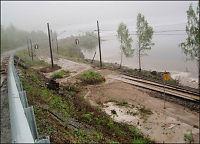 Flommen stenger veier og stopper toget