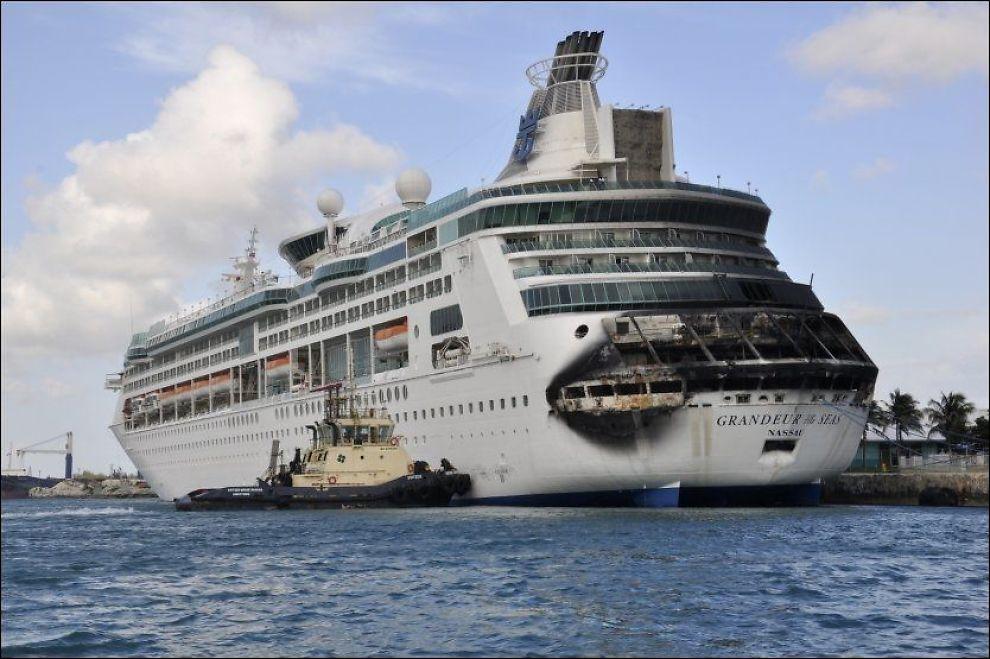 Brann P 229 Cruiseskip Utenfor Florida Skipsfart Vg