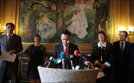 ENIGE: Oslopolitikerne la frem avtalen tirsdag. Her er byrådsleder Stian Berger Røsland på talerstolen. Foto: Jan Petter Lynau