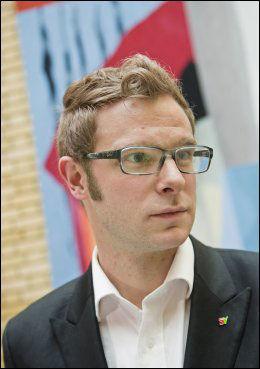 SKEPTISK: SVs Snorre Valen. Foto: NTB Scanpix