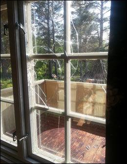 INNBRUDD: Slik så soveromsvinduet ut etter innbruddet. Foto: Privat