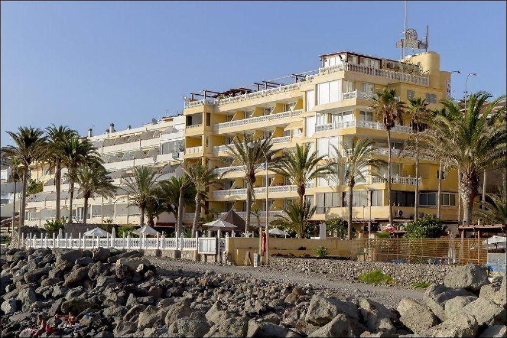 BLE RANSAKET: I bygget på Hotel Club Puerto Atlantico på Gran Canaria tok politiet beslag i en rekke dokumenter, i forbindelse med arrestasjon av over 70 personer. Foto: Bård Ove Myhr
