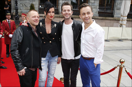 FESTSTEMTE: «The Voice»-mentorene Tommy Tee, Lene Nystrøm, Espen Lind og Sondre Lerche var alle klare til å lage liv på TV 2-festen i Bergen. Foto: HALLGEIR VÅGENES
