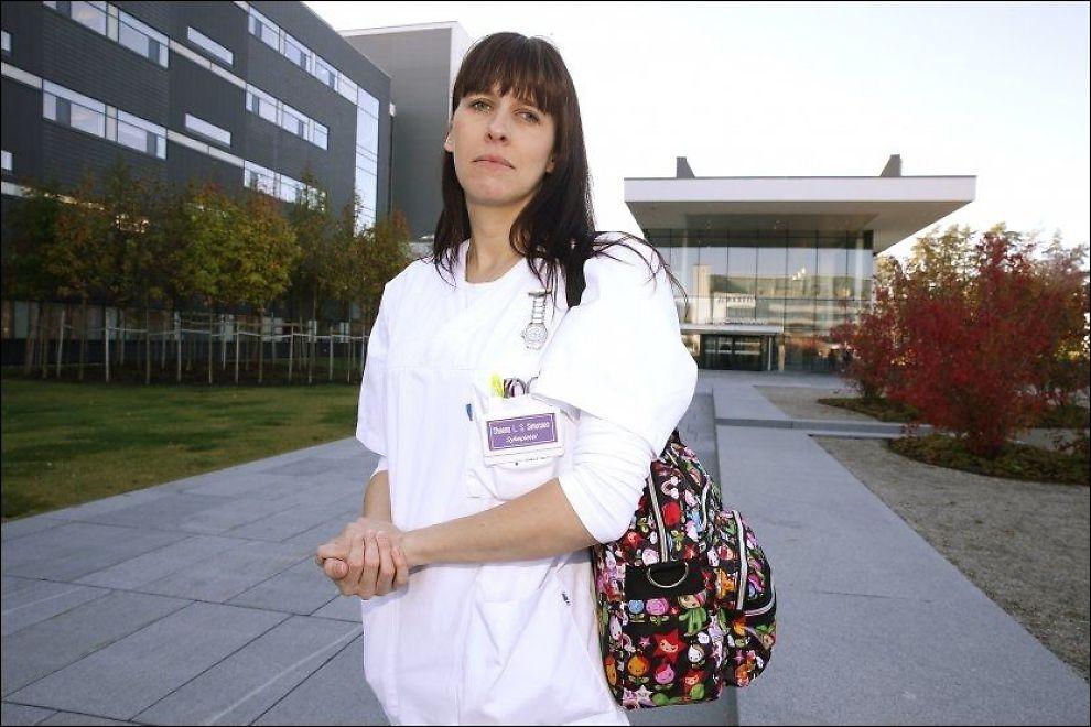 TUNG AVGJØRELSE: Sykepleier Sheena Lovaine Smith Simensen mener Ahus-ledelsen ikke tar sykepleiernes protester på alvor. I dag har hun levert sin oppsigelse. - Det har vært en veldig, veldig tung avgjørelse, sier hun. FOTO: Trond Solberg