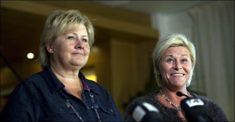 SONDERER: Siv Jensen og Erna Solberg på pressekonferanse fra Nydalen i går. Foto: Fredrik Solstad.