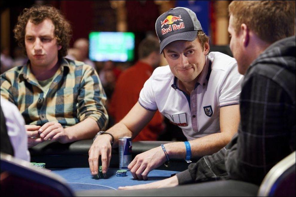 HAR SPILT NM FLERE GANGER: Petter Northug, her fra NM i Riga i 2011, er en ivrig pokerspiller. Nå åpner den nye regjeringen for oppmyking av dagens regler. Foto: Scanpix
