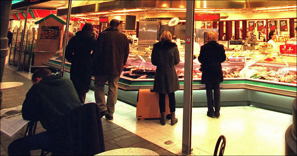 SØNDAGSÅPENT: Hittil er det bare i julestria folk har kunnet handle på store butikker på søndager. Arkivfoto: SCANPIX