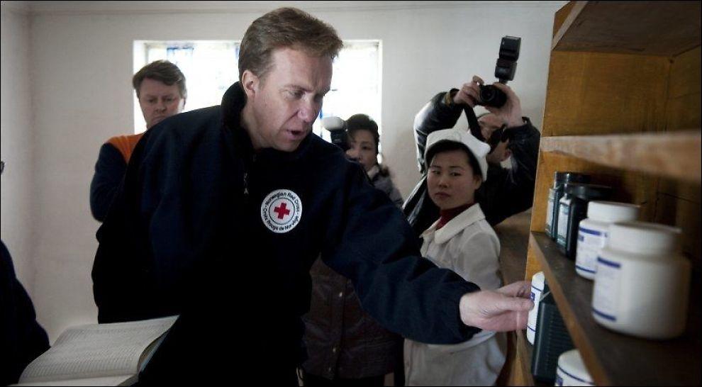 ERNAS MANN: Som tidligere Røde Kors-general skal Børge Brende nå ut i verden for den norske regjeringen. Her fra et besøk i Nord-Korea i 2010. Foto: Røde Kors