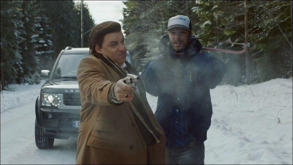 MER ACTION I KULDA: Steven van Zandt og Trond Fausa Aurvåg som Frank Tagliano og Torgeir Lien i «Lilyhammer 2». Foto: Henrik Baugstø, NRK