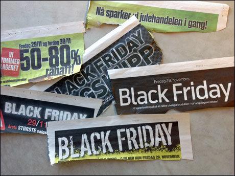 ANNONSERER KRAFTIG: Torsdag var det totalt sju sider med «Black Friday»-annonser i VG. Bakgrunnen for navnet er trolig at mange butikker denne dagen snur røde regnskapstall (underskudd) til svarte (overskudd). Foto: Jørn E. Kaalstad