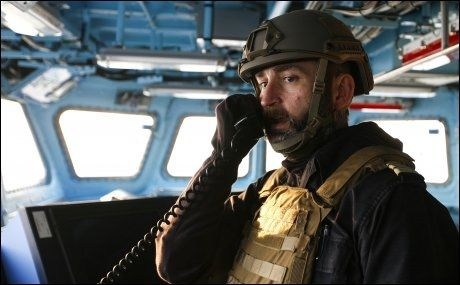 SKIPSSJEF: Kommandørkaptein Per Rostad på broen på KNM «Helge Ingstad» under øvelsene utenfor kysten av Syria søndag. Foto: RUNE THOMAS EGE