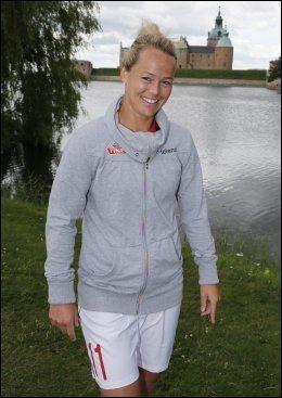EM-SPILLER: Leni Larsen Kaurin var med på sommerens opptur i EM. Her er hun fotografert i Sverige under mesterskapet. Foto: Terje Bendiksby, NTB Scanpix