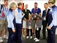 - Bør ikke invitere IOC-pampene