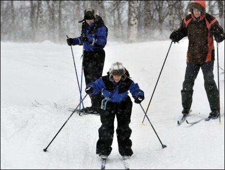 HELHETLIG OPPLEVELSE: Mange vinter-turister som kommer til Norge går på ski for første gang i sitt liv. Da må arrangøren sørge for at de er godt kledd, så de ikke fryser. Helhetsopplevelsen er viktig. Foto: Terje Mortensen