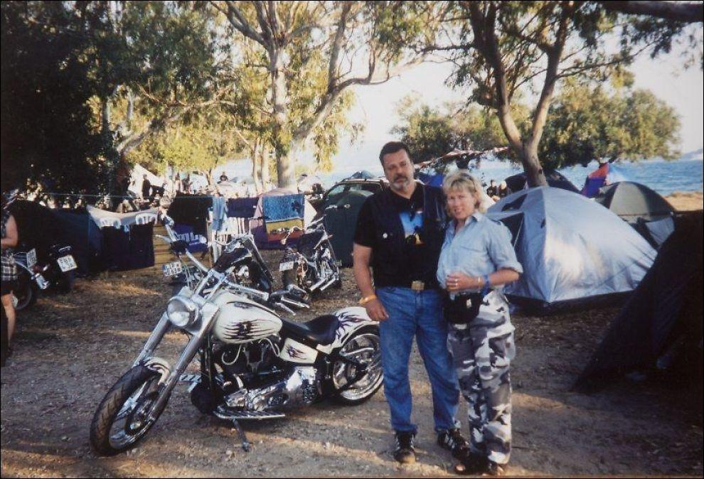 MC-FERIE: Eks-kona til Eirik Jensen, Cecilie Blegeberg (57), beskriver samlivet med ham som fartsfylt. Her er de sammen på MC-ferie i Hellas. Foto: PRIVAT