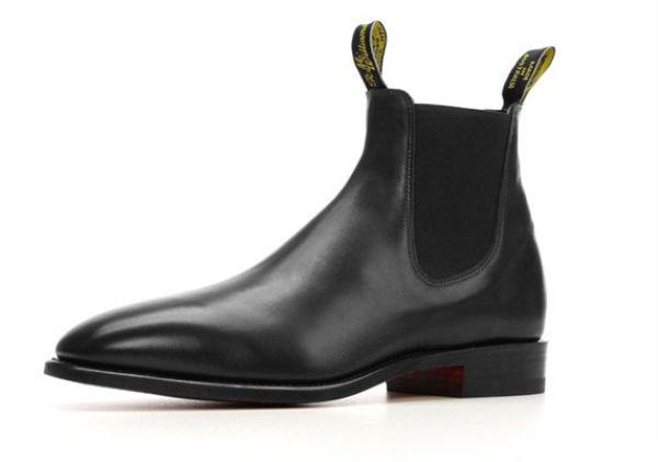 BOOTS TIL DRESS: R.M. Williams sort Chelsea Boot hos miinto.no, 3999 kr. Foto: Produsenten