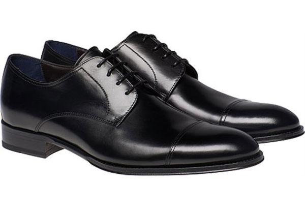 DEN OBLIGATORISKE: SuitSupplys svarte dress-sko hos Suitsupply.com, 1565 kr. Foto: Produsenten