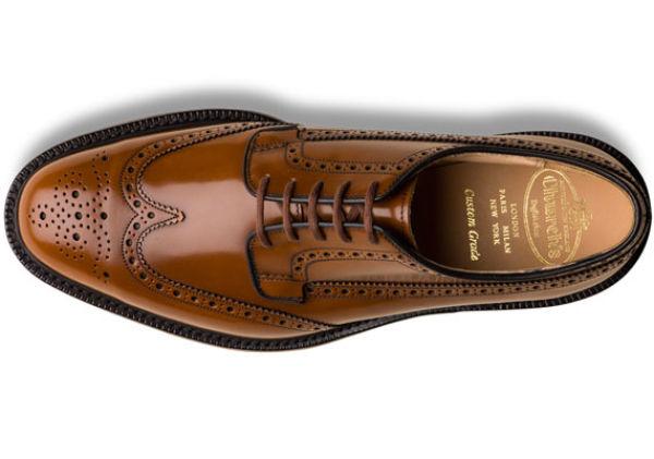 TIL BLÅDRESSEN: Church's klassisk brune brogues hos Church-footwear.com, 4275 kr. Foto: Produsenten