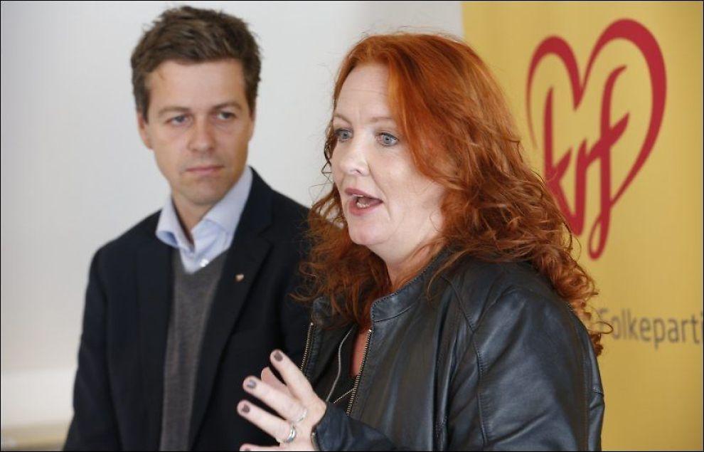 SKAL IKKE GÅ I TOG: Kristelig Folkepartis fungerende partileder Dagrun Eriksen. Her sammen med partiets egentlig leder, Knut Arild Hareide under en pressekonferanse i september i fjor. Hareide er for tiden i pappapermisjon. Foto: NTB scanpix