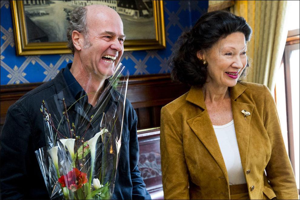 GLADE: Erik Poppe fikk i dag overrakt Filmkritikerprisen for beste norske film i 2013 av Åse Kleveland. Foto: ERLEND AAS/NTB SCANPIX