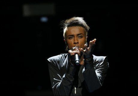 ROCKA STIL: Mo fremførte «Heal», som handler om å komme seg opp etter en tøff periode i livet. Foto: SCANPIX