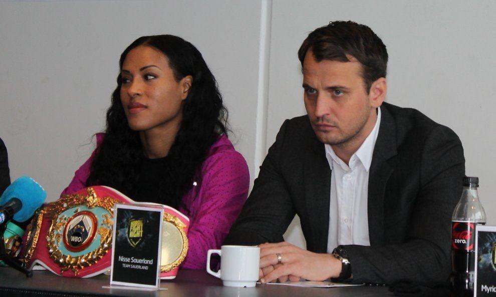 ISFRONT: Cecilia Brækhus og Nisse Sauerland er tydeligvis ikke på bølgelengde hva den norske boksedronningens fremtid gjelder. Her er de avbildet i Frederikshavn i februar. Foto: Per Opsahl, VG