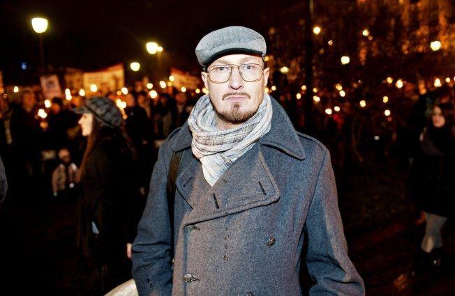 ENGASJERT: Designer Kjell Nordström går her i demonstrasjonstog mot pelsdyrnæringen. Nordström reagerer også på kirkens vedtak. Foto: EIVIND GRIFFITH BRÆNDE