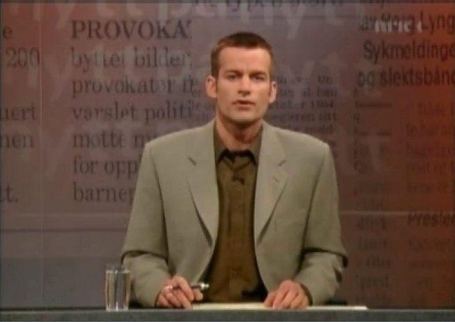 DEBUTEN: Jon Almaas fra den første sendingen, 9. april 1999. Foto: NRK
