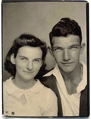 UNGE ÅR: Her er et bilde av ekteparet tatt tidlig i 1940-årene. I februar kunne de feire jernbryllup. Foto: AP/FELUMLEE FAMILIEN