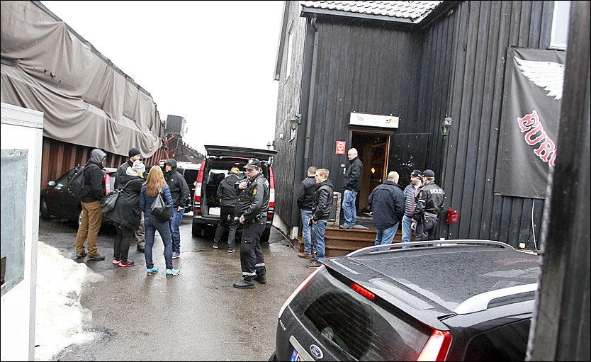 AKSJON: Politiet utenfor Hells Angels' klubbhus på Alnabru i Oslo i februar tidligere i år. Foto: ROGER NEUMANN