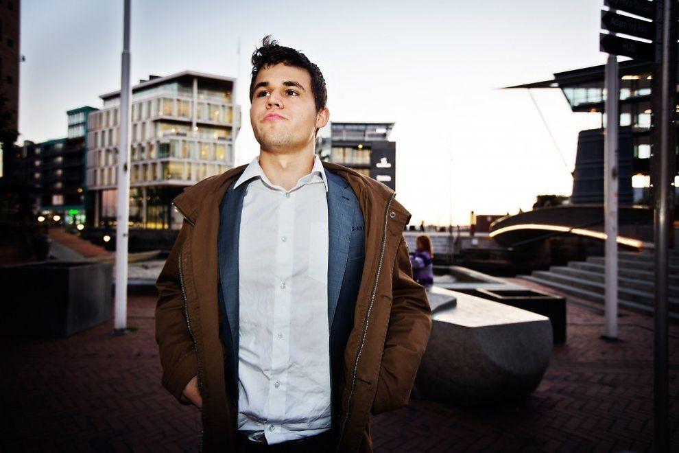 MÅ UT: Magnus Carlsen er her fotografert på Aker Brygge i Oslo. Men planene om et norsk bud på VM-matchen er i ferd med å mislykkes. Foto: Jørgen Braastad.