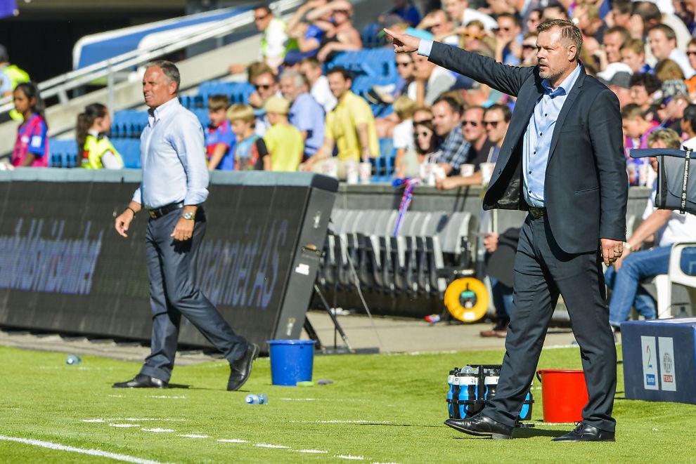 <p>SINT: Kjetil Rekdal på sidelinjen sammen med Jan Jönsson underveis i kampen på Ullevaal søndag.<br/></p>