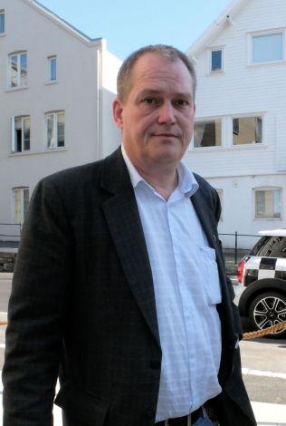 <p>KRITISK: Sjakkpresident Jøran Aulin-Jansson mener VM bør spilles et annet sted enn i Russland - og tror ennå det kan skje.<br/></p>