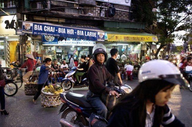 KAOS: Gamlebyen i Hanoi er et salig, men sjarmerende, kaos.