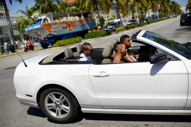 <p>MIAMI: South Beach i Miami er ett av de mest trendy områdene i verden. Her er det strandliv om dagen og party langs Ocean Drive på kvelden. Hit går den nye direkte-flyruten fra Oslo, med oppstart rundt juletider.</p>